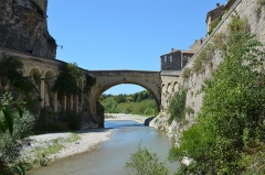 Pont romain -  The 1st century AD Roman bridge of Vasio Vocontiorum, Vaison-la-Romaine