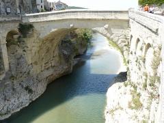 Pont romain - Français:   Pont romain de vaison