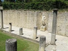 Terrains de fouilles gallo-romaines de la colline du Puymin (ensemble) - Français:   Vaison-la-Romaine, ville du Vaucluse (France). Site archéologique.
