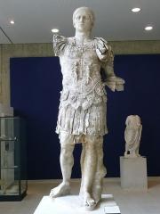 Théâtre romain - English: Statue of the Roman Emperor Domitian (r. 81–96), from Vaison-la-Romaine, France.