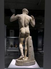 Théâtre romain - Español: Agón! La competición en la antigua Grecia (Sevilla). La copia copia romana en mármol de la de Policleto. Vaso Romana, ca. 120-140 d.C.