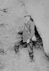Gisement de Laugerie-Basse - Français:   Maurice Bourlon à Laugerie-Basse en 1911