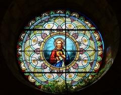 Eglise de la Décollation de Saint-Jean-Baptiste - Français:   Représentation du Sacré-Cœur de Jésus, rosace de l\'église, Fanlac, Dordogne, France.