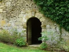 Château de Coulonges - Français:   La porte de la chapelle du château de Coulonges, Montignac, Dordogne, France.