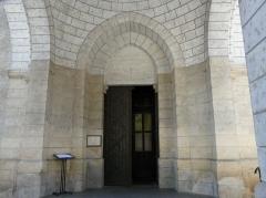 Eglise Saint-Pierre-ès-Liens - Français:   Le portail de l\'église Saint-Pierre-ès-Liens de Montignac vue de l\'ouest, Dordogne, France.