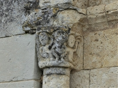 Eglise Sainte-Eulalie - Français:   Chapiteau du portail, église de Saint-Aulaye, Saint Aulaye-Puymangou, Dordogne, France.