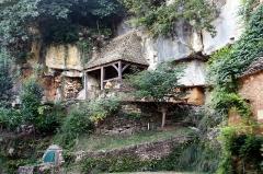 Grotte ornée de gravures prehistoriques, dite aussi Grotte du Sorcier - English:   Entrance of the Roc de Saint-Cirq cave, or Grotte du Sorcier (\