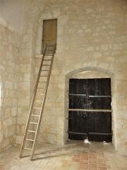 Eglise Sainte-Innocente - Français:   Échelle permettant l\'accès au clocher, église de Sainte-Innocence, Dordogne, France.