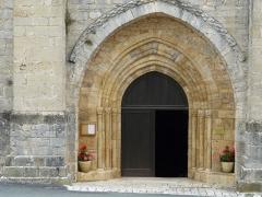 Eglise Saint-Ours - Français:   Le portail de l\'église Saint-Ours, Sainte-Orse, Dordogne, France