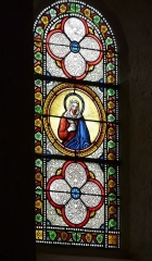 Eglise Saint-Ours - Français:   Vitrail latéral du chœur de l\'église Saint-Ours, Sainte-Orse, Dordogne, France