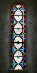 Eglise Saint-Ours - Français:   Vitrail de la nef de l\'église Saint-Ours, Sainte-Orse, Dordogne, France
