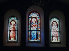 Eglise Saint-Ours - Français:   Vitraux du transept de l\'église Saint-Ours, Sainte-Orse, Dordogne, France. Représentation de la Vierge Marie et de ses parents: saint Joachim et sainte Anne.