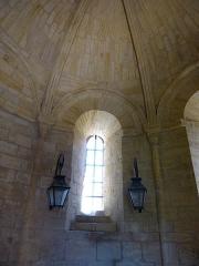Cimetière Saint-Benoît, enfeux et chapelle sépulcrale - English: Sarlat-la -Canéda ( Dordogne ). Lanterne of the dead - Interior: Window.