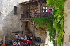 Château - Français:   Cour du musée des tisserands à Varaigne, Dordogne, France