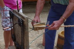 Château - Français:   Château-musée de Varaignes, démonstration de fabrication d\'un cordage, foire des tissérands 2011