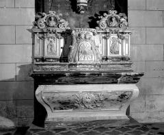 Eglise paroissiale Saint-Germain -  Altar und Retabel in der Kirche St-Germain von Arsac