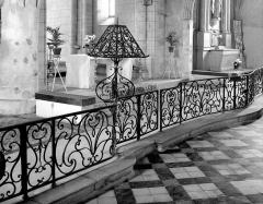 Eglise Saint-Pierre -  Gitter und Lesepult in der Kirche Saint-Pierre in Bassens