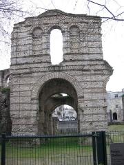 Restes de l'amphithéatre dit Palais Gallien - English: The Palace of Gallienus.