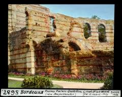 Restes de l'amphithéatre dit Palais Gallien -