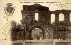 Restes de l'amphithéatre dit Palais Gallien - French photographer and editor
