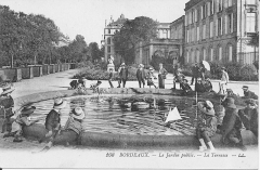 Jardin public - English: The pool of the terrace of the public garden in Bordeaux (Gironde, France).
