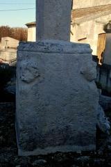 Eglise Saint-Saturnin - Français:   Camarsac église Saint-Saturnin Croix de cimetière
