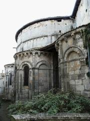 Eglise Notre-Dame - Français:   Chevet de l\'abbatiale Notre-Dame, Guîtres, Gironde, France