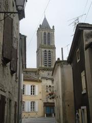 Eglise Saint-Pierre - English: La Réole (Gironde, Fr) street and churchtower
