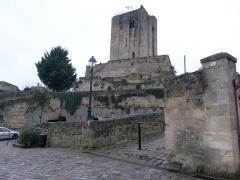 Donjon fortifié, dit Château du Roi - Français:   Village de Saint-Émilion (Gironde, France) janvier 2015.