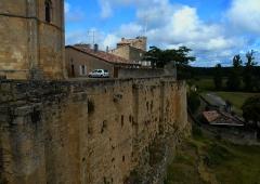 Enceinte fortifiée de la Ville -  Église Saint-Sauveur-et-Saint-Martin, Saint-Macaire, Gironde, France