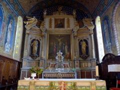 Eglise Saint-Martin -  Caupenne (Landes, France), église Saint-Martin, maître-autel avec son tabernacle, et retable avec ses deux toiles: Christ en croix entre la Vierge & Martin-de-Tours, et Dieu-le-Père, ainsi que ses deux statues grandeur nature: St Pierre & St Paul.
