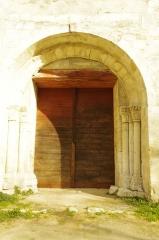 Ancien prieuré d'Arthous - Français:   Abbaye d\'Arthous - porte de l\'église côté ouest