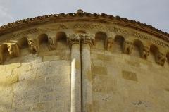 Ancien prieuré d'Arthous - Français:   Abbaye d\'Arthous - modillons abside centrale avec, au centre le chapiteau représentant la fuite en Égypte