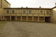 Ancien prieuré d'Arthous - Français:   Abbaye d\'Arthous - cour intérieure avec bâtiment conventuel à colombages