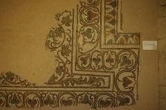 Ancien prieuré d'Arthous - Français:   Abbaye d\'Arthous - Mosaïque (4e-5e siècle) avec vigne et oiseaux provenant de la villa de Mouneyres, Sarbazan, Landes