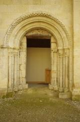 Ancien prieuré d'Arthous - Français:   Abbaye d\'Arthous - porte de l\'église, côté cour (nord)