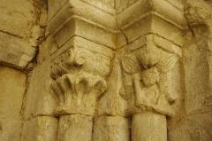 Ancien prieuré d'Arthous - Français:   Abbaye d\'Arthous - porte de l\'église, côté cour (nord), détail