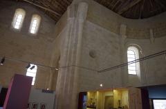 Ancien prieuré d'Arthous - Français:   Abbaye d\'Arthous - intérieur au moment de l\'exposition Terres de Rugby