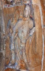 Ancienne église prieurale - Français:   Mimizan Clocher-porche voussure 1 claveau 8