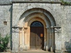 Eglise Saint-Sardos de Laurunque - Français:   Gavaudun - Église Saint-Sardos de Laurenque - Portail occidental