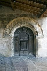 Eglise Saint-Vincent - English:  Former porch.