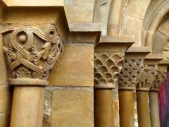 Eglise Saint-Blaise - English: Capitals in the L'Hôpital-Saint-Blaise church (World Heritage Site)