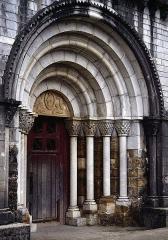 Eglise Saint-Blaise - Deutsch: Portal der Kirche von L'Hôpital-Saint-Blaise