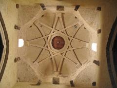 Eglise Saint-Blaise - English: Ceiling and boss of the church of l'Hôpital Saint-Blaise (Pyrénées-Atlantiques)