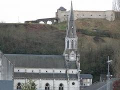 Vieux Château de Mauléon - English: The church John the Baptist and the castle at the top of the hill in Mauléon-Licharre, (Pyrénées-Atlantiques, France).