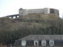 Vieux Château de Mauléon - English: The castle of Mauléon-Licharre, seen from the square of les Allées, Pyrénées-Atlantiques, France. After revamping works in 2011.
