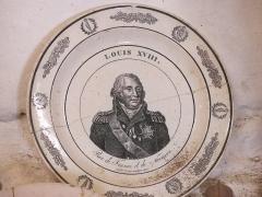 Vieux Château de Mauléon - English: Plate with the king of France Louis XVIII in the kitchen of the castle of Mauléon-Licharre, (Pyrénées-Atlantiques, France).