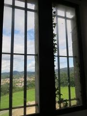 Vieux Château de Mauléon - English: From the interior, main windows above the entrance of the castle of Mauléon-Licharre, (Pyrénées-Atlantiques, France).