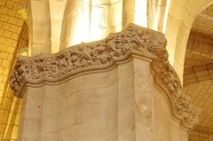 Eglise Saint-Girons - Français:   Feuillage et visage, chapiteau nef nord