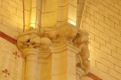Eglise Saint-Girons - Français:   Chiens se disputant un os, lion, bœuf